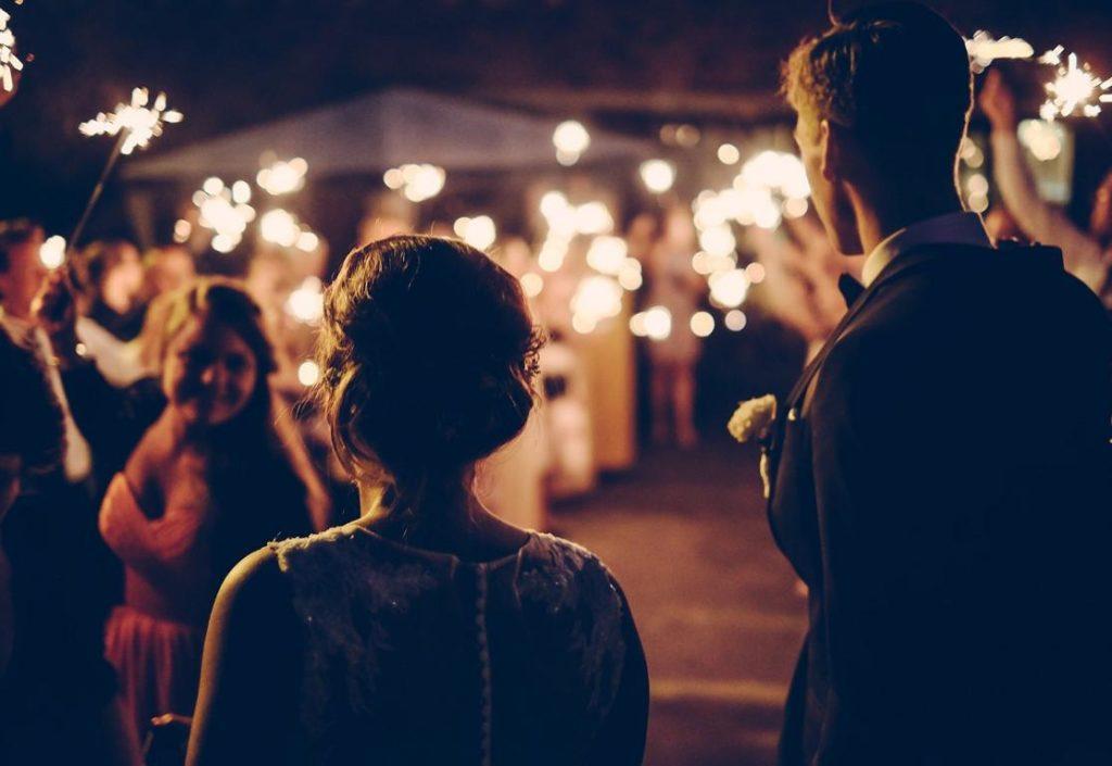 Hochzeitstanz zum gemeinsamen Lied. Sängerin Helena Hasselbach
